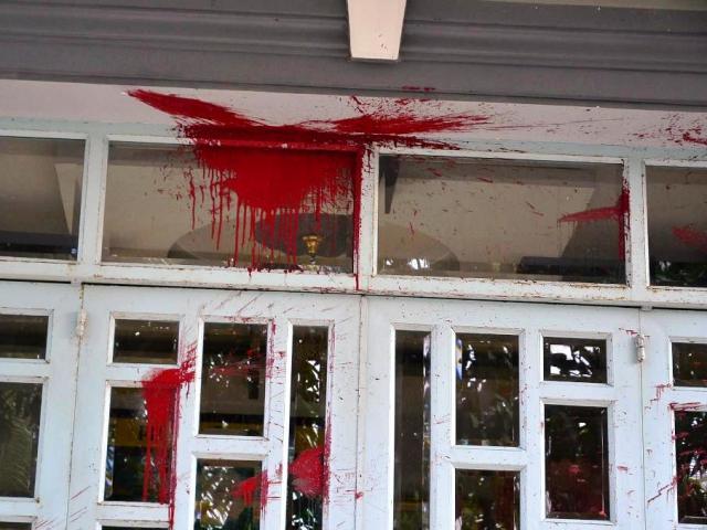 """Gia đình ở SG phát hoảng vì bị """"khủng bố"""" bằng mắm tôm"""