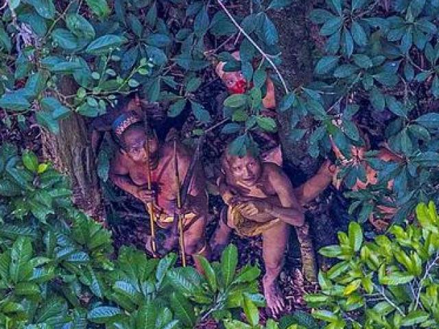 Những bộ lạc bí ẩn nhất Thế Giới: Ăn thịt người, thấy người