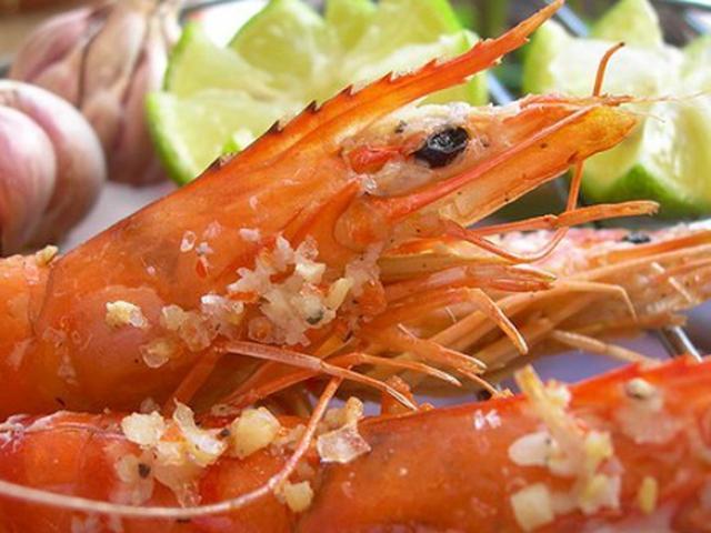 Thực hư vỏ tôm chứa nhiều canxi khiến nhiều người ăn bằng sạch