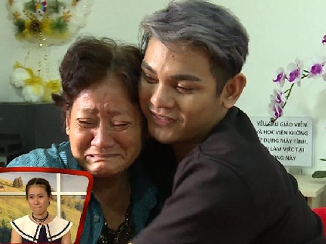 Mẹ Sơn Ngọc Minh khóc khi con trai công khai giới tính