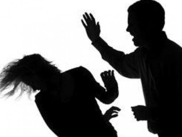 Mâu thuẫn, đâm bạn gái hơn 11 tuổi nhiều nhát rồi bỏ trốn