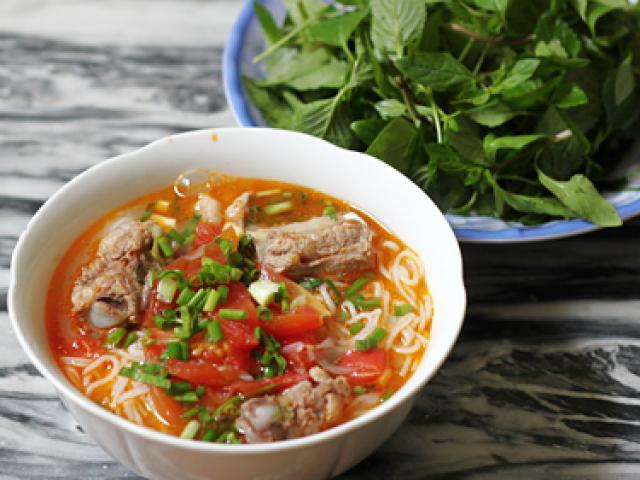 Công thức nấu bún sườn chua ngon tuyệt hảo cho ngày nắng hanh hao