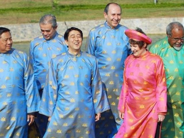 """Đằng sau những trang phục lãnh đạo thế giới """"diện"""" tại các kỳ APEC"""
