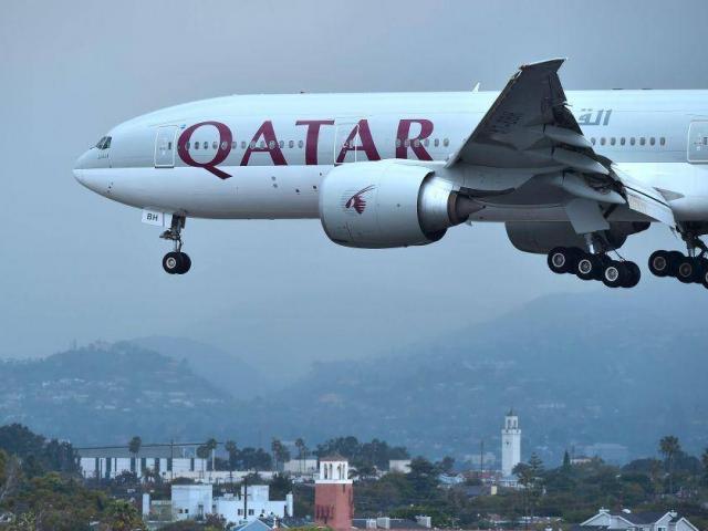 Vợ phát hiện chồng ngoại tình, máy bay chở khách phải hạ cánh khẩn cấp