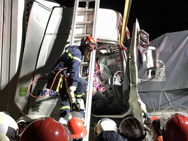 """Ba xe ô tô """"dồn toa"""" trên cao tốc Pháp Vân- Cầu Giẽ, hai người tử vong"""