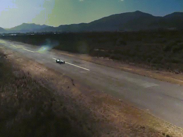 Xem báo gấm chạy thi với xe đua công thức 1