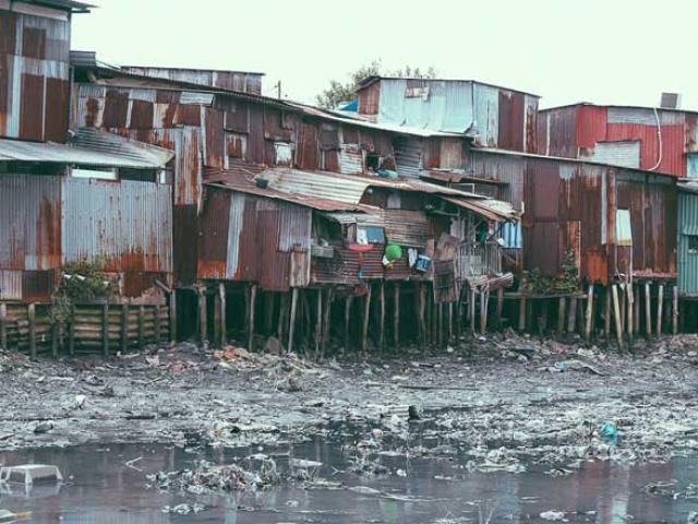 """Rùng mình trước cảnh ô nhiễm khủng khiếp tại khu """"ổ chuột"""" giữa Sài Gòn"""