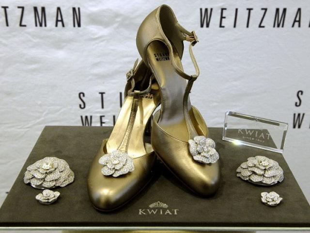 Đôi giày hoa hồng trị giá 22,8 tỷ đồng – niềm khát khao của mọi phụ nữ
