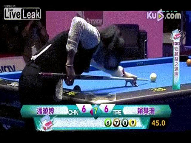 """Ngỡ ngàng: Kiều nữ bi-a Trung Quốc thua trận vì """"tai nạn đỏ mặt"""""""