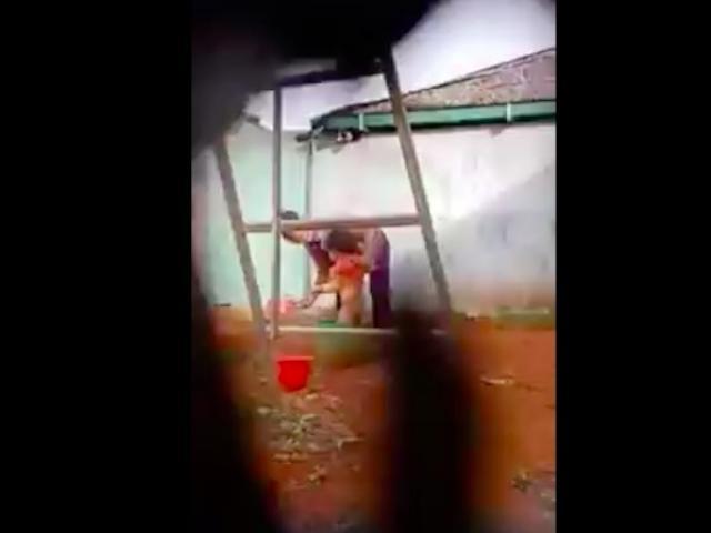 Điều tra clip bé trai gào khóc khi bị bạo hành