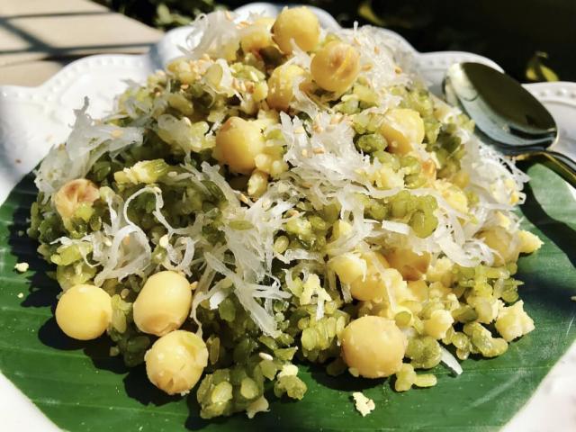 Xôi cốm hạt sen dẻo ngọt lưu trọn hương vị mùa thu