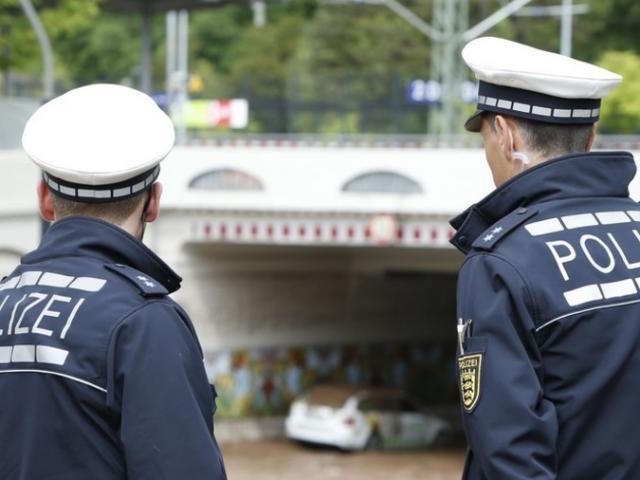 Bắt người sờ soạng thiếu nữ 17 tuổi giữa công viên Đức