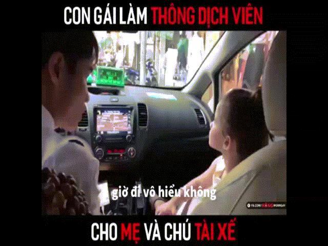 """Cô bé lai nói tiếng Việt """"gây bão"""" khi làm thông dịch viên bất đắc dĩ"""
