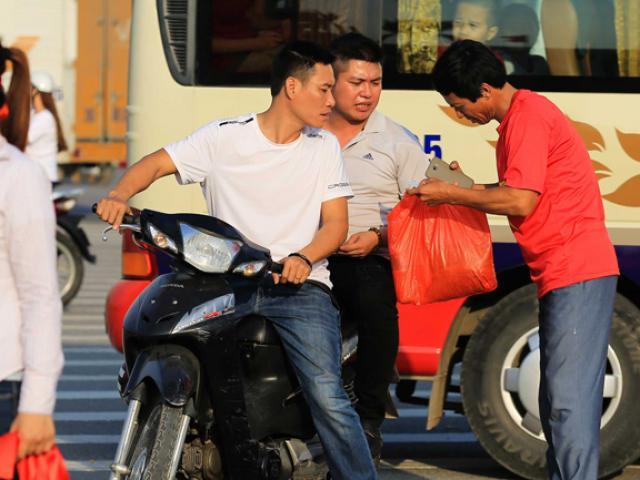 Giá vé giảm sâu sát giờ Việt Nam gặp Philippines nhưng vẫn đắt gấp 8 lần giá gốc