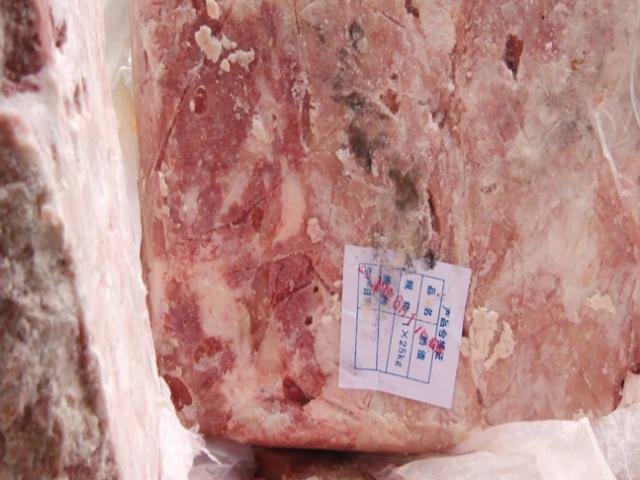 Hà Nội: Sau 10km truy đuổi, 3 tấn nầm lợn mốc xanh đã bị bắt giữ