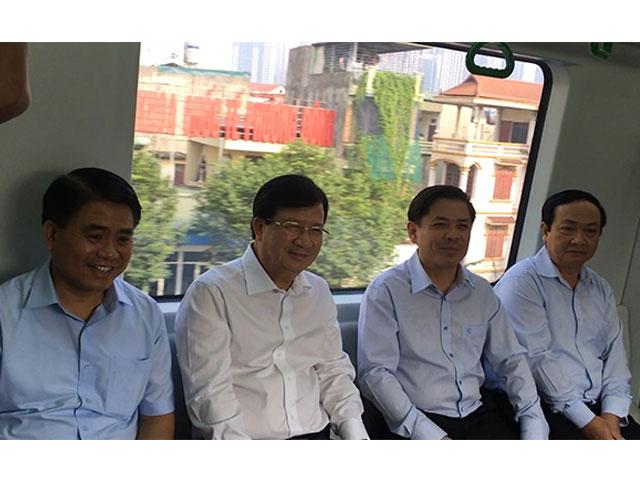 Clip: Phó Thủ tướng đi thử tàu điện đường sắt Cát Linh - Hà Đông