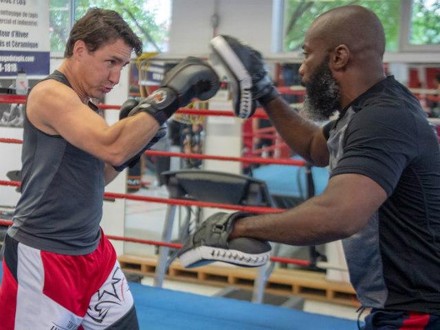 Bất ngờ với tài boxing điêu luyện của Thủ tướng Canada