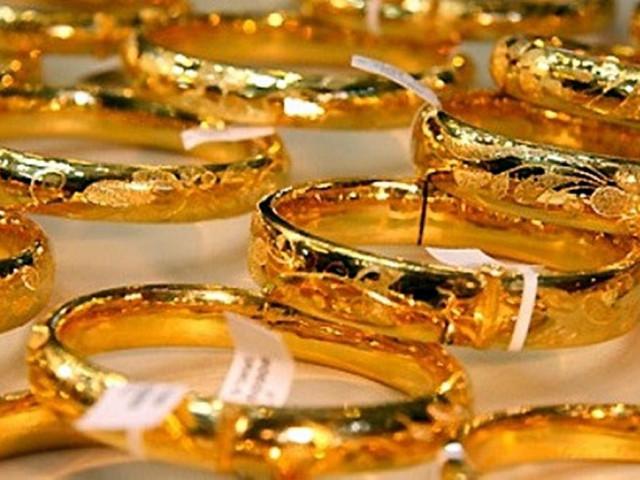 """""""Kẻ trộm kỳ cục"""" chỉ trộm tiền chứ không trộm vàng"""
