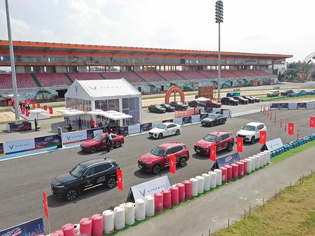 Cùng chuyên gia quốc tế lái thử xe Vinfast tại trường đua Đại Nam
