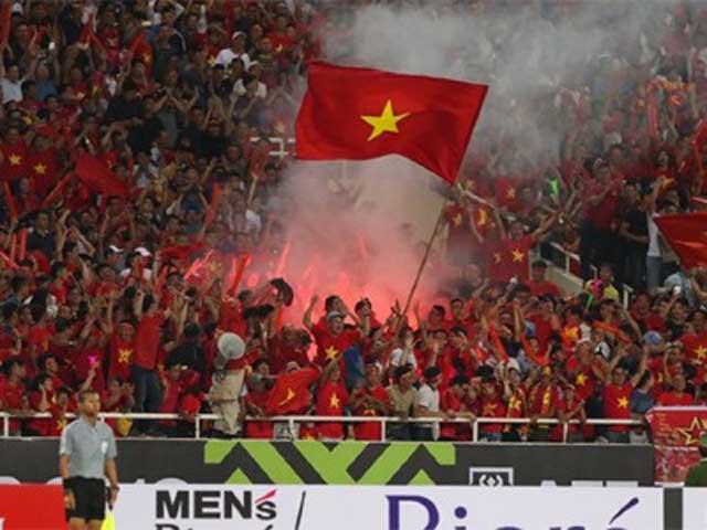 Việt Nam đấu Malaysia săn vé World Cup: Hiểm họa pháo sáng, đối phó ra sao?