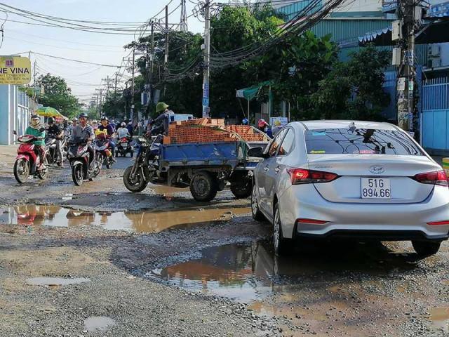 """Dân mệt mỏi với các """"giếng nước"""" giữa đường"""
