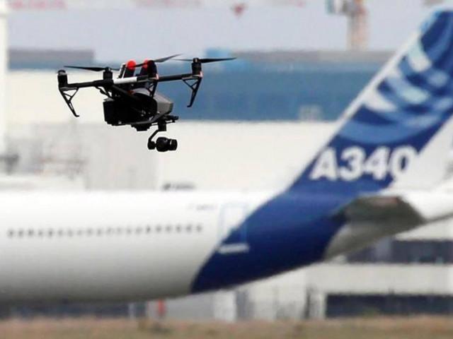 Nơm nớp lo mất an toàn bay vì flycam bủa vây sân bay