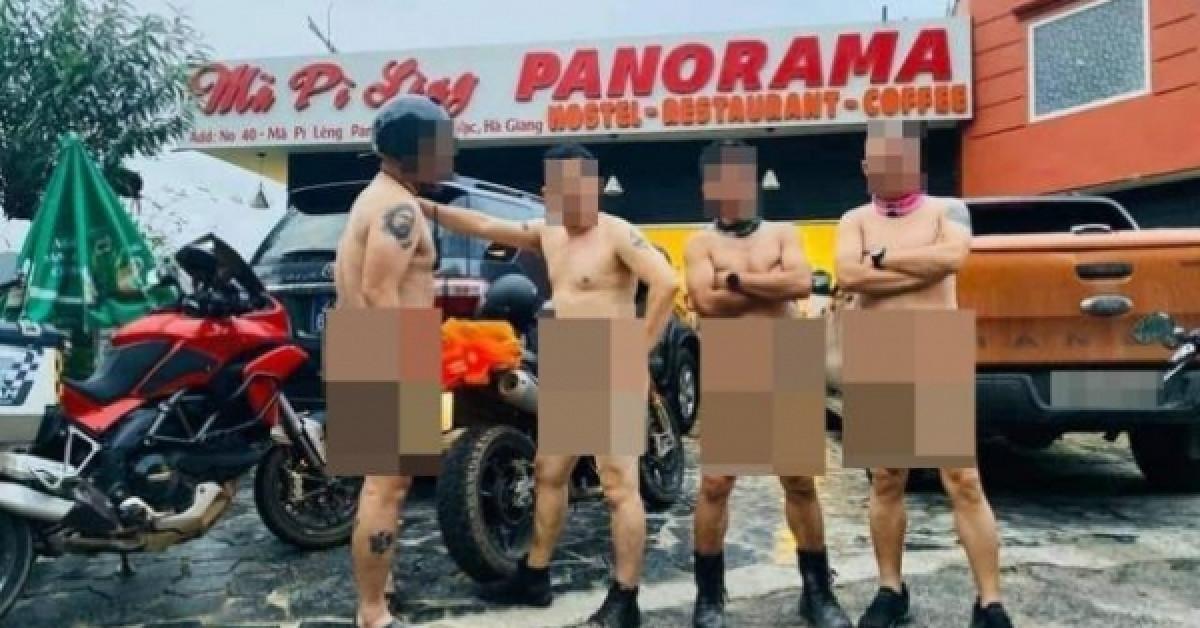 """""""Dậy sóng"""" vì 4 người đàn ông khỏa thân tạo dáng tại Mã Pì Lèng Panorama"""