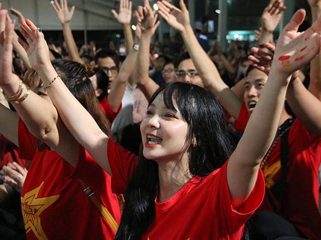 Ngất ngây vì Quang Hải, fan nữ xinh tại TP.HCM vẫn tiếc điều gì ở ĐT Việt Nam?