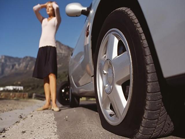 Cách xử lý tình huống nổ lốp giữa đường khi xe đang di chuyển?
