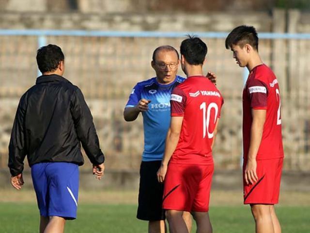 """HLV Park Hang Seo """"chỉnh"""" Công Phượng, Văn Toàn để ĐT Việt Nam đấu Indonesia"""