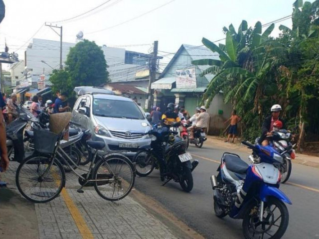 Bình Dương: Hình sự nổ súng bắt nhóm người mang dao tẩu thoát