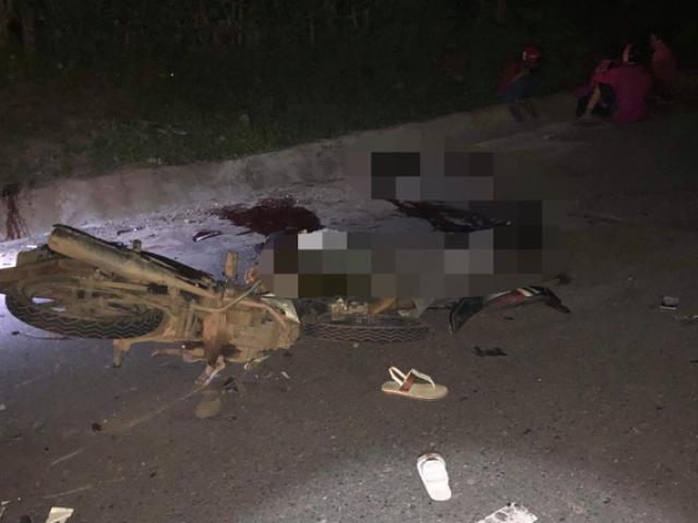 Hai xe máy tông nhau trong đêm, 4 người chết, 2 người bị thương