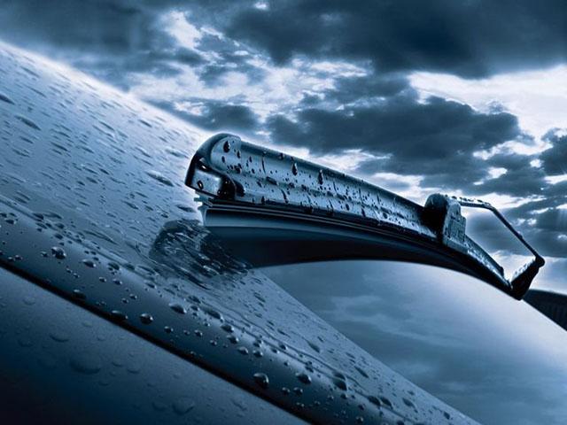 Bao lâu nên thay gạt nước kính chắn gió trên xe ô tô