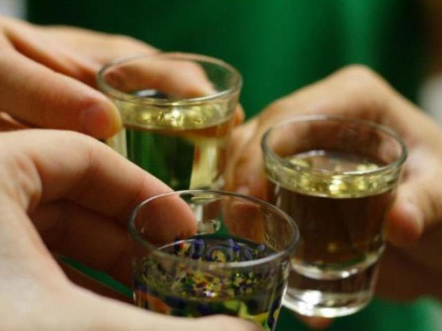 """Nhiều người """"hối không kịp"""" vì mắc những sai lầm chết người này khi uống rượu bia"""