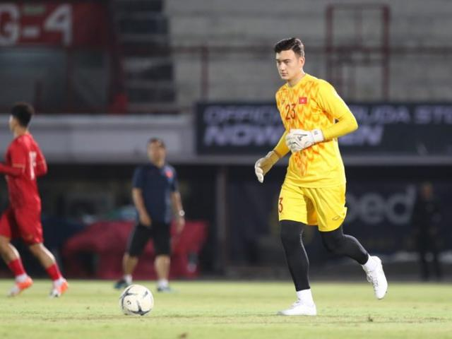 Van Lam is a great goalkeeper in the Premier League in the 2022 World Cup qualifiers