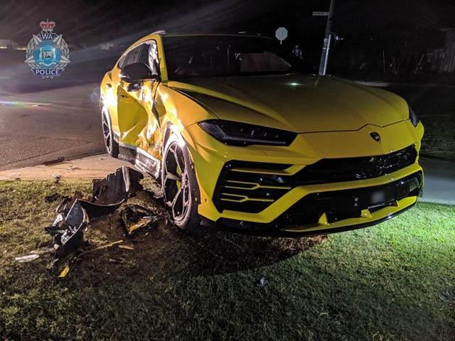 """Thiếu niên ăn trộm Subaru không may đâm nát luôn """"siêu bò"""" Lamborghini Urus"""