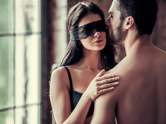"""Bạn gái không muốn dùng """"áo mưa"""", phản ứng của chàng trai gây bất ngờ"""