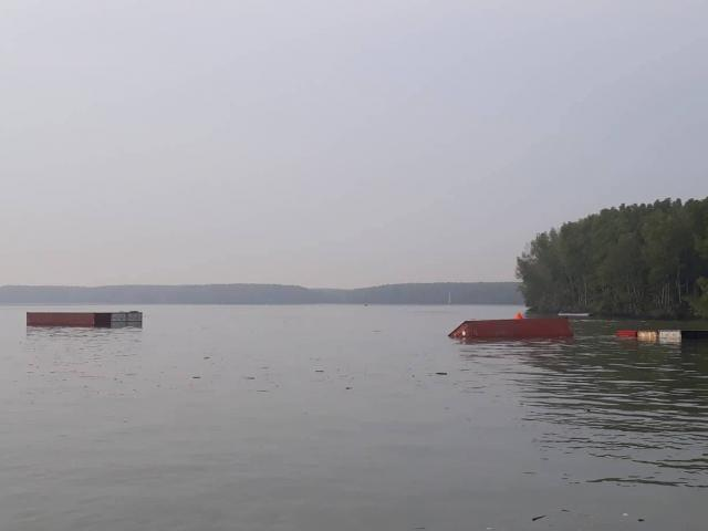 Tàu chìm ở Cần Giờ, nhiều người rơi xuống sông