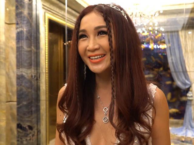 """Cận cảnh nhan sắc """"chị dâu Võ Tòng"""" - Ôn Bích Hà khi đến Việt Nam"""