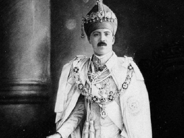 Cuộc sống xa hoa của ông vua giàu nhất thế giới