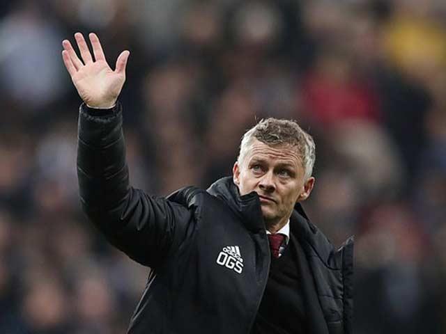 MU trước trận Liverpool: Solskjaercó thể tự từ chức, Sir Alex đến sân tập