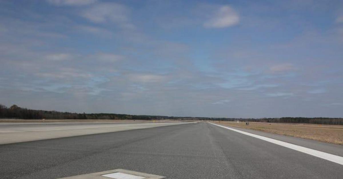 Bí ẩn hai ngôi mộ nằm trên đường băng ở sân bay Mỹ