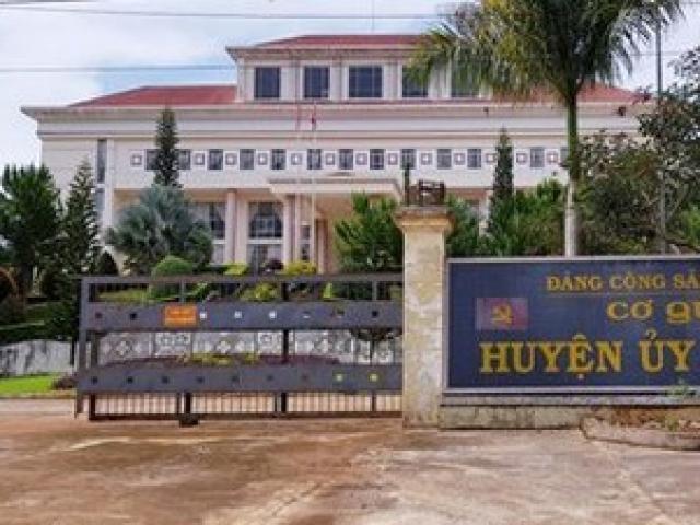 Đắk Nông: Chánh văn phòng Huyện ủy đánh lái xe nhập viện
