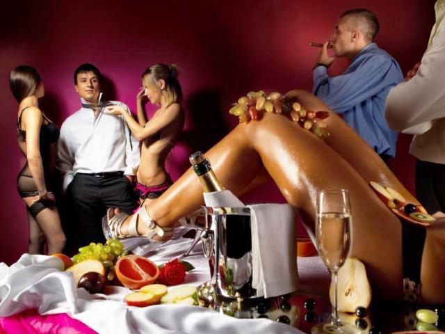 Hé lộ đằng sau tiệc sex và sự keo kiệt của giới siêu giàu