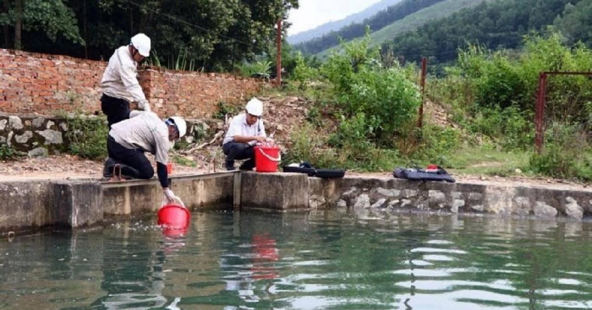 """Công ty Sông Đà vô tư xả """"trộm"""" nước nhiễm dầu ra môi trường"""
