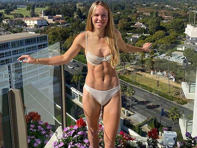 """Kiều nữ tennis Wozniacki gây choáng: Mặc """"ít vải"""" fan chỉ hỏi về điều này"""
