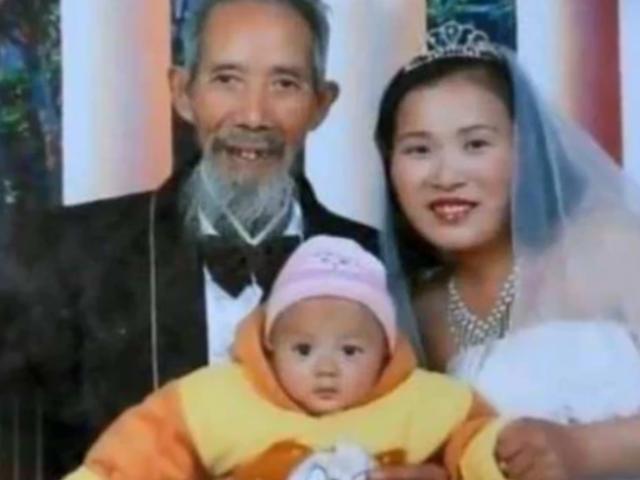 Mời về chữa bệnh cho bố, cô gái 22 tuổi phải lòng luôn thầy lang 67 tuổi