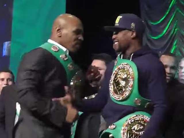 M.Tyson lao vào định đấm Mayweather: Phút giây hiếm có, phản ứng lạnh người
