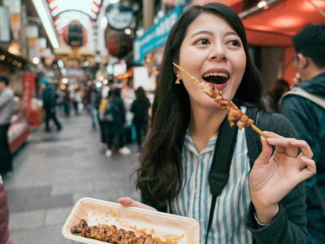 """Những thói quen khi ăn """"phá tan nát"""" dạ dày, nhiều người Việt làm hàng ngày"""