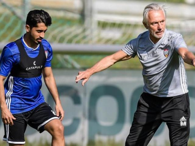 HLV UAE gây tranh cãi lớn trước trận đấu với tuyển Việt Nam